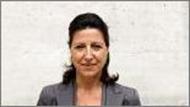 Née en 1962, Mme Agnès Buzyn est professeur  d'hématologie clinique à l'hôpital NeckerEnfants malades, de l'université Paris V depuis 2004. Elle a été membre du conseil médical et  scientifique de l'Établissement français des greffes (EFG), puis de l'Agence de la biomédecine,  membre du Conseil scientifique de l'établissement français du sang (EFS) et également  présidente du Conseil scientifique de la société française de greffe de moelle. Elle est  présidente du conseil d'administration de l'Institut de radioprotection et de sûreté nucléaire  (IRSN) et membre du Comité à l'énergie atomique depuis 2008. Elle a été nommée présidente  de l'Institut national du cancer (INCa) en juin 2011.